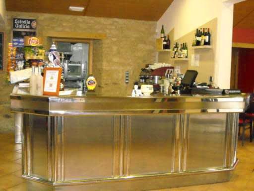 Servicios: cafetería - restaurante